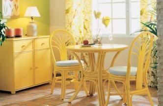 Chaise et bridge de table 527 en rotin – Table 555 en rotin