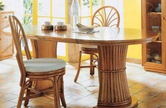 Chaise 527 en rotin – Bridge de table 530 en rotin – Table 553 en rotin