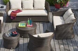 Fauteuil et canapé 2 ou 3 places en résine ZENITH – petite et grande tables basses en résine BIBLOS