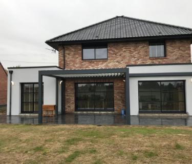 Pergola Bioclimatique et Store de terrasse - Attiches