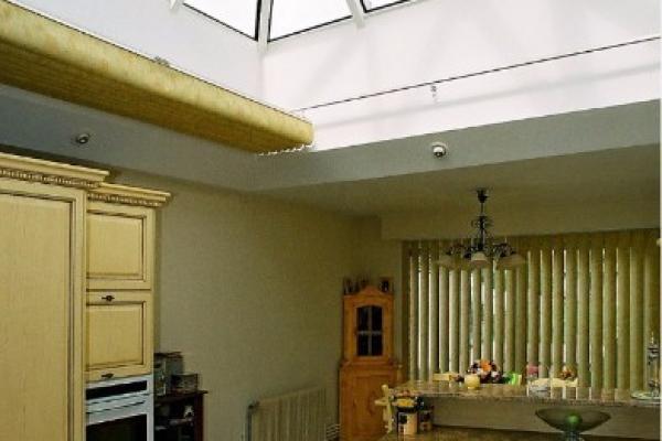 Stores de toiture et fenêtre posés dans une extension de maison  - Hazebrouck